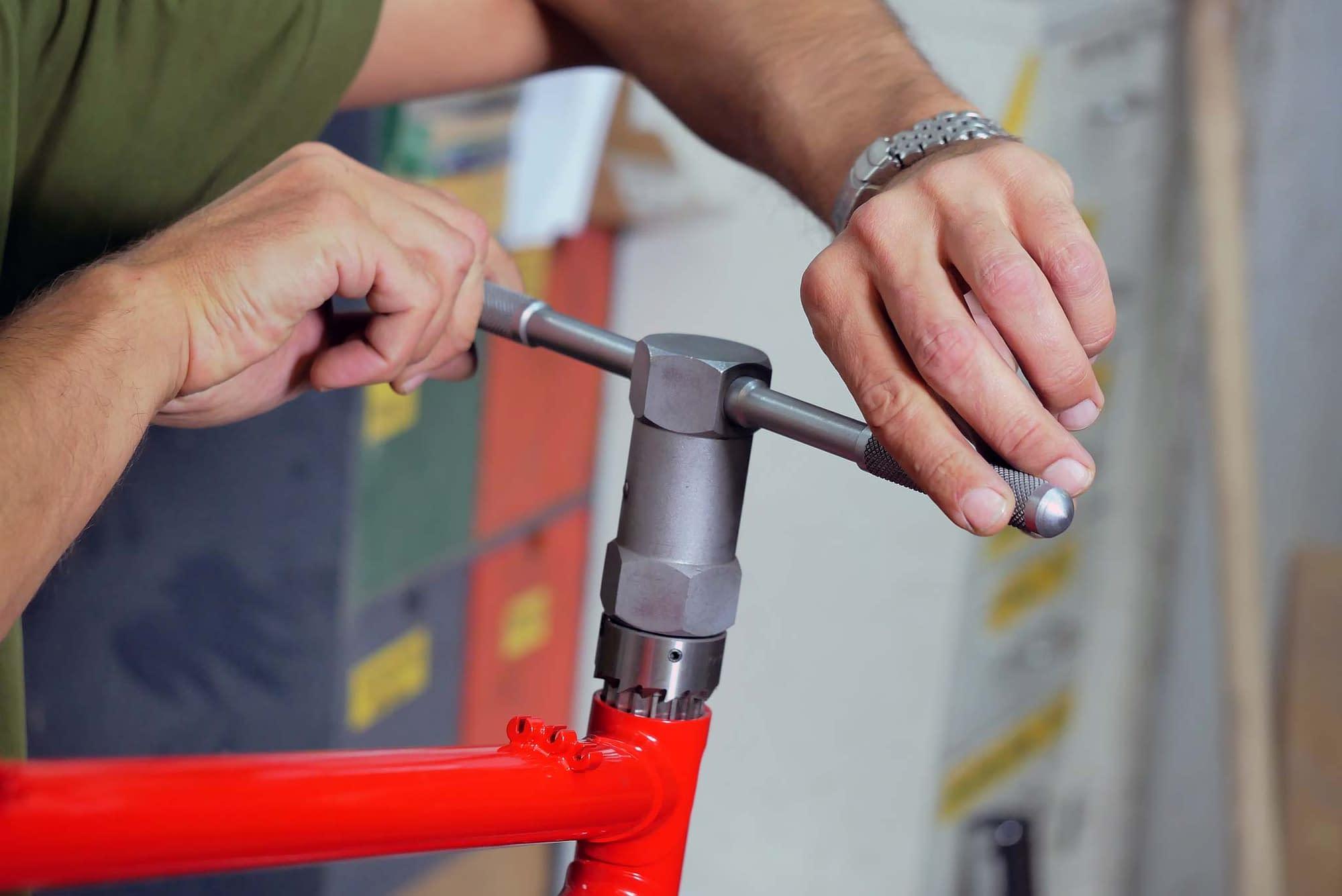 Hand Drehung - BIKESHOP Custom bikes - Auftragsfahrrad nach Kundenwunsch